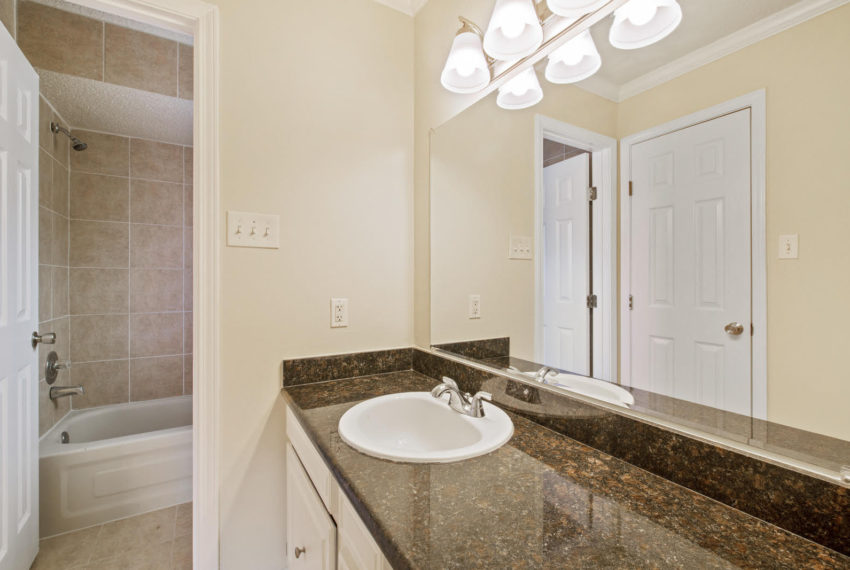 For-Sale-master-bathroom